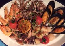 Хорошее место вкусная еда не то место где проводить целый вечер но покушать море продукты вкусно и - фото (431-16987)