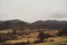 Свежий воздух, вокруг горы и журчание протекающей рядом реки. Тишина и спокойствие. В комплексе - фото (506-27446)